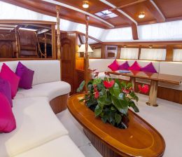 Sailing Yacht-Charter